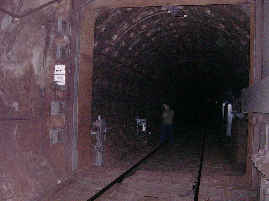 Petersburg metro, a sealed door in a tunnel under the Neva