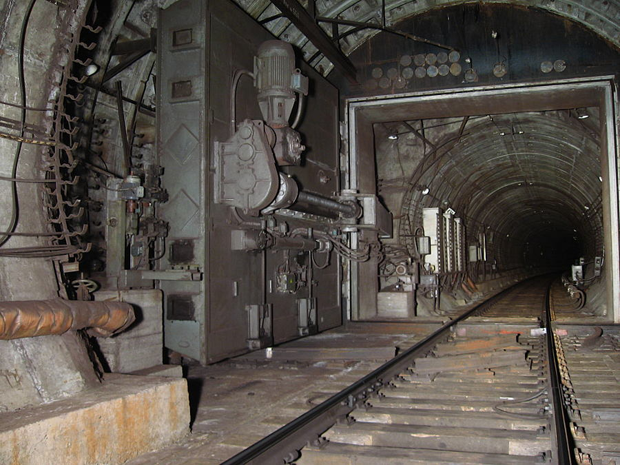 Petersburg metro, a hermetic door in the tunnel