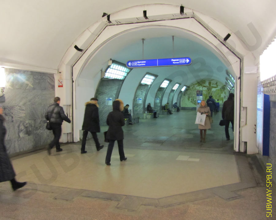 Petersburg metro, station Elektrosila, sealed door type toilet lid
