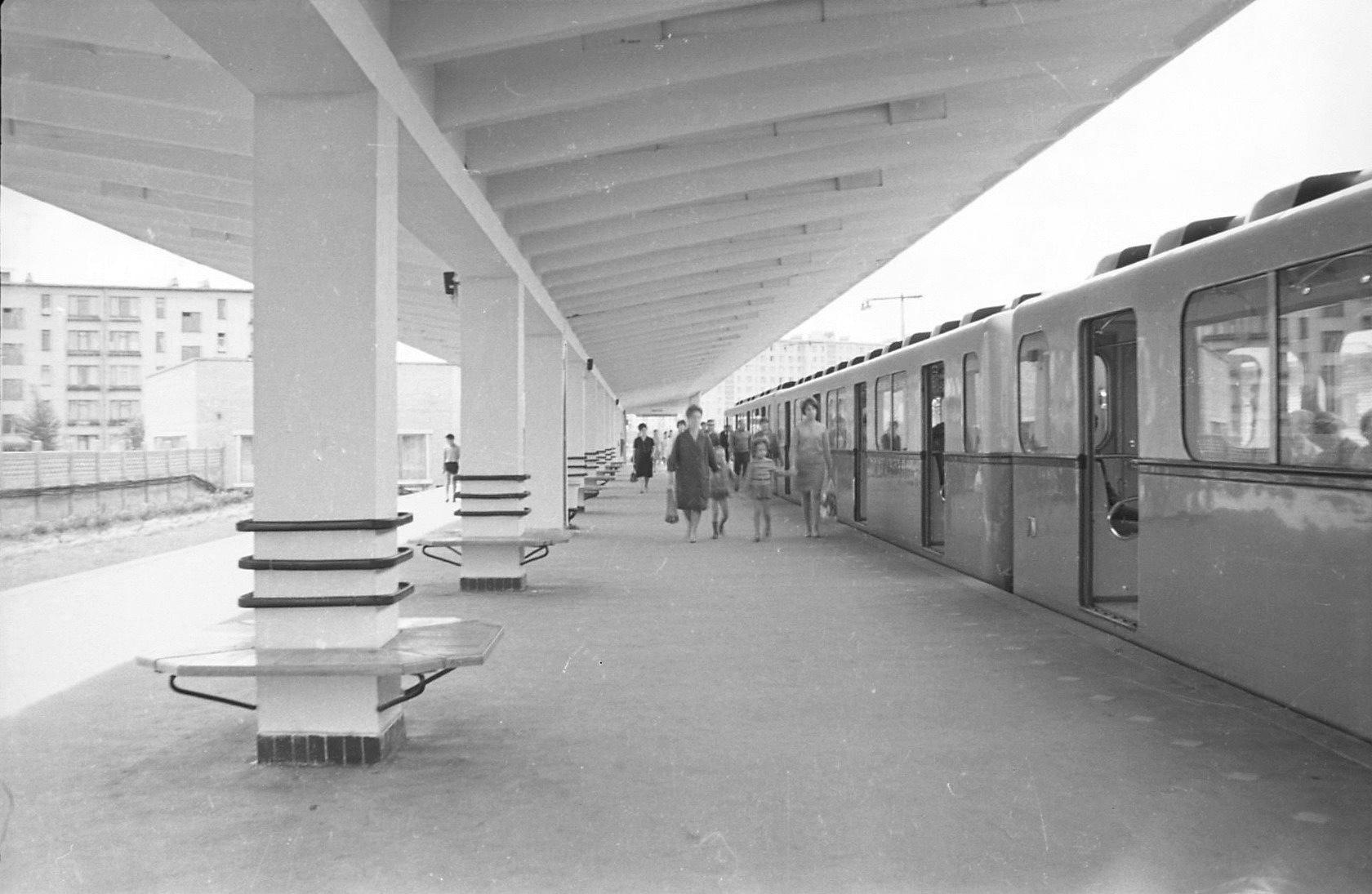 Stazione metro Dachnoe (chiusa), Leningrado