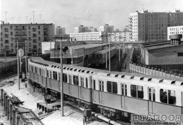 Vista della stazione di Dachnoe dal deposito della metropolitana