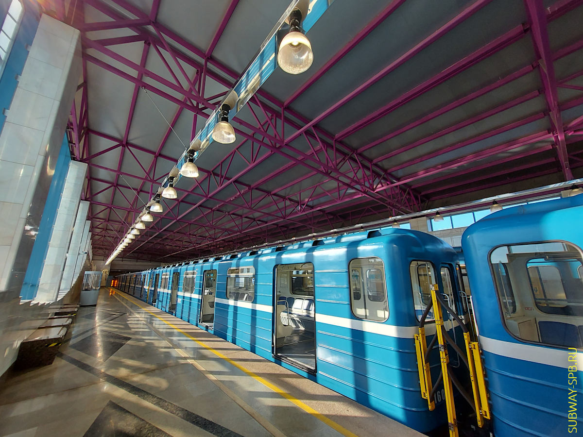 Станция метро Шушары, метро Санкт-Петербурга