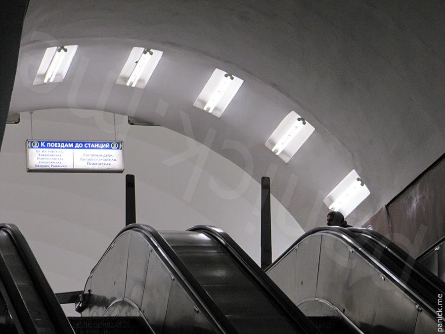 Питерское метро, станция Площадь Восстания, переход на Маяковскую