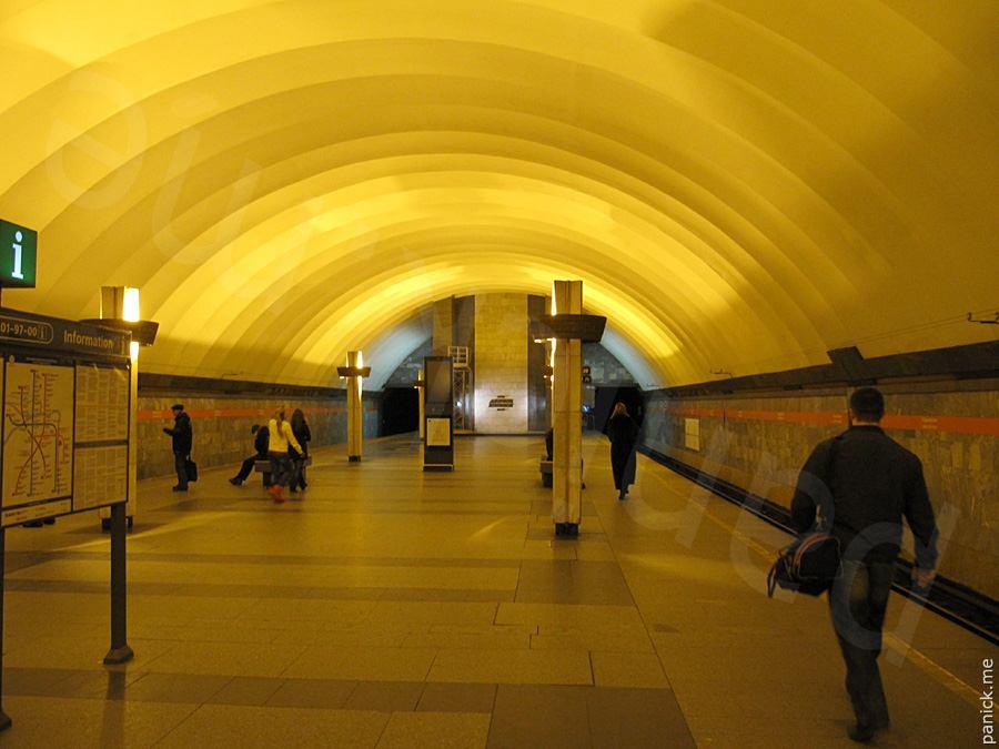 Питерское метро, станция Ладожская