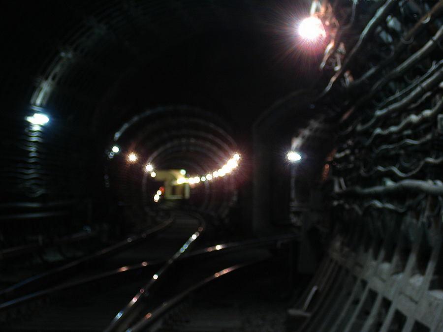 支店の接続、Technological Institut駅、サンクトペテルブルクメトロ