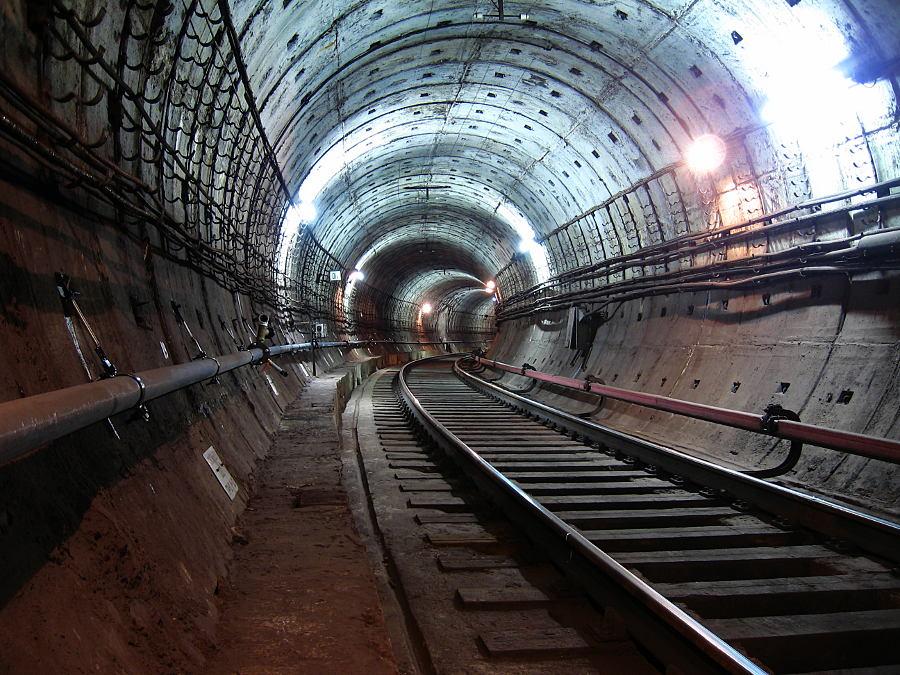 Connecting branch at Ploshad Vosstanyia / Mayakovskaya stations, Saint-Petersburg metro