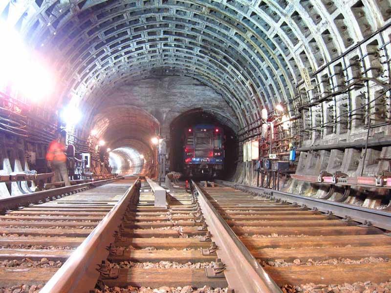 Tunnel di collegamento della stazione Alexander Nevsky Square, metropolitana di San Pietroburgo